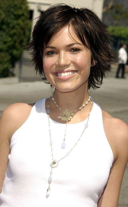 Short Hairtyle for Women Over 40, Short Shag Moore Hair