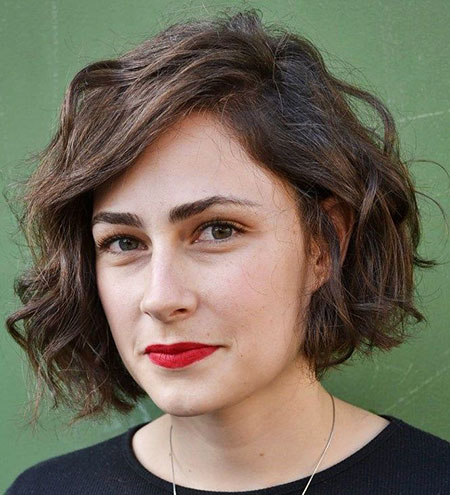 30 short hairstyles for wavy hair